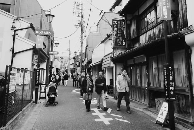 奈良の西寺林商店街にあるデザイン事務所